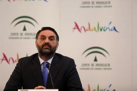 El consejero Fernández felicita a Almería por la Capital de la Gastronomía