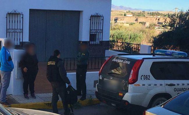 Auxilian a una mujer al borde del suicidio en Roquetas