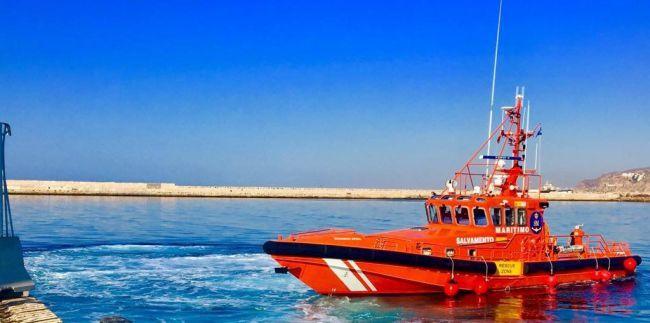 Casi la mitad de las 370 personas rescatadas en Alborán trasladas al Puerto de Almería