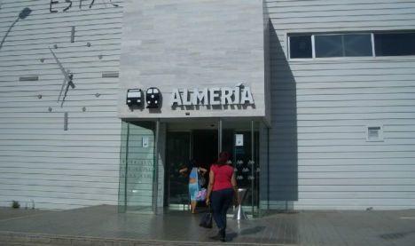 Adif licita la limpieza de la estación de tren Almería