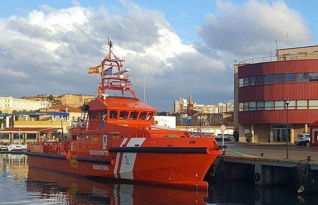 68 inmigrantes rescatados son llevados al puerto de Almería