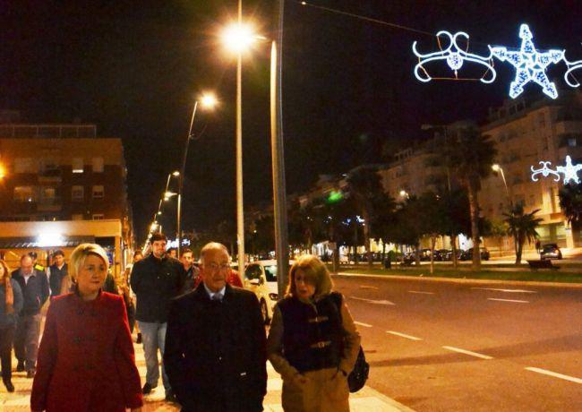 La Avenida Reino de España de Roquetas estrena más de 70 luminarias