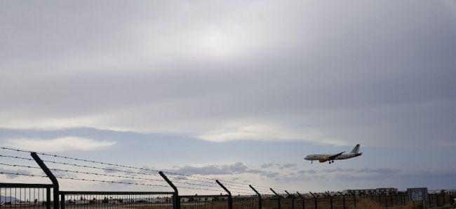El Gobierno saca a licitación las rutas aéreas de servicio público que unen Melilla con Almería, Granada y Sevilla