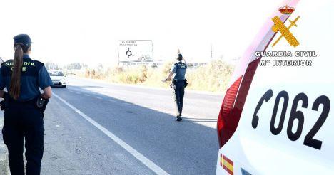 La Guardia Civil auxilia a un hombre atropellado en la A-92 a la altura de Tabernas