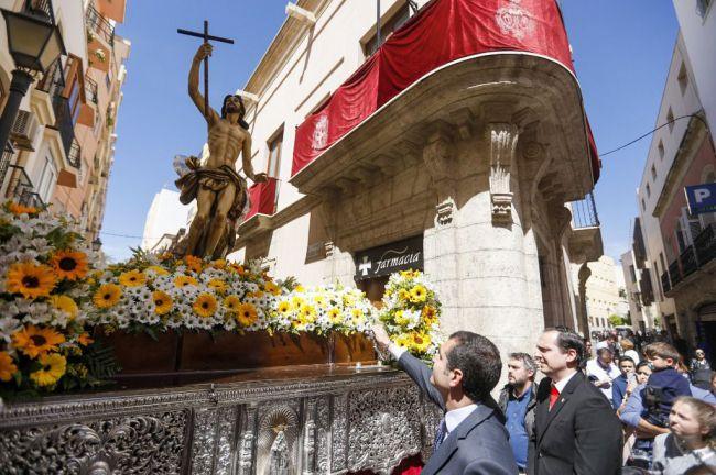 El alcalde felicita a los cofrades por la declaración de Interés Turístico para la Semana Santa de Almería