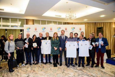 El alcalde hace entrega acreditaciones a más de 500 empresas de 'Almería 2019'