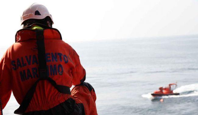 44 personas rescatadas de una patera trasladadas a Almería