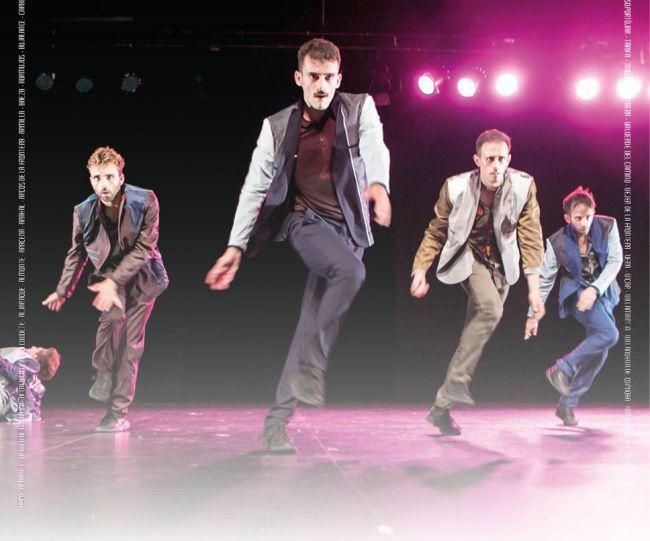 La danza de 'La maldición de los hombres malboro' en Adra