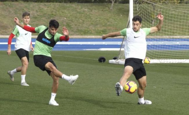 Juan Ibiza, Narváez y Demirovic se incorporan al grupo y trabajan con normalidad