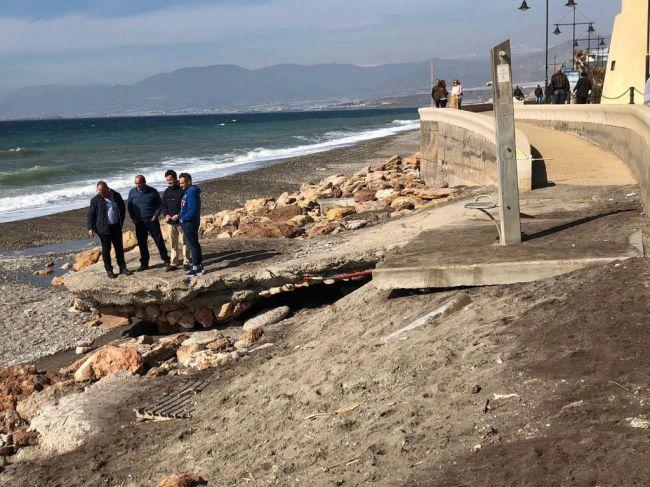Costas ejecutará por 200.000 euros la reparación del Paseo Marítimo y de las playas de Balerma