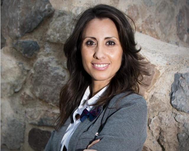 Carmen B. López reprocha al PSOE de Adra que no defienda los símbolos del Estado