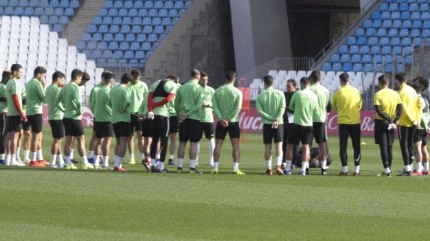 El Almería quiere romper el maleficio de las cinco jornadas sin ganar