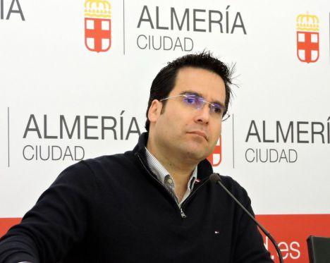 Díaz (PSOE) alerta sobre el riesgo de la caída del muro del Zapillo