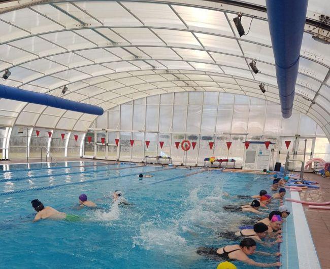 La XIII Olimpiada De Mayores De Vícar se mete en la piscina