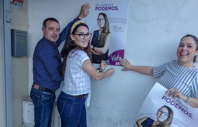 Podemos abre campaña en la capital con la tradicional pegada de carteles