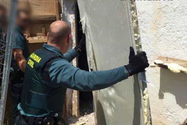 Incautados 7 kilos de marihuana en una plantación in door de Níjar