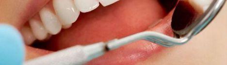 Una odontóloga del SAS logró que también contratara con su clínica privada