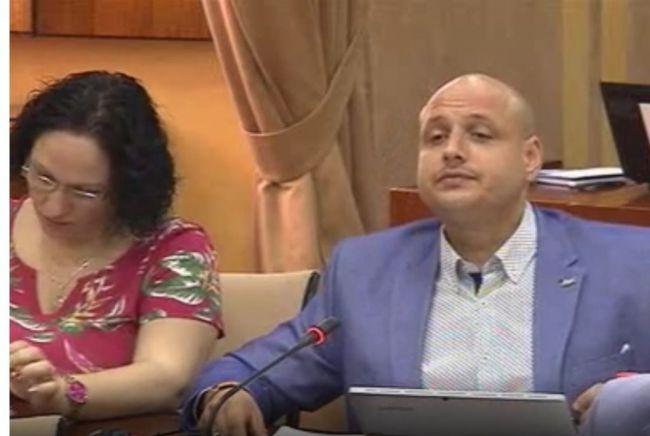 Vox expulsa a 6 militantes de Almería para impedirles acudir a una reunión informativa