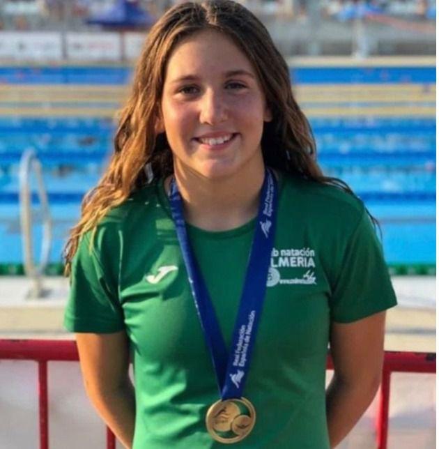 Elena Liarte, nadadora del Club Natación Almería, consigue el oro en el Nacional Alevín
