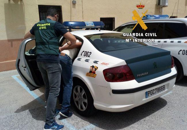 Tres detenidos por hacer una encerrona a su víctima y robarle a cadenazos