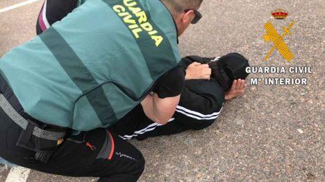 Detenido un multirreincidente por robo continuado con fuerza en el interior de dos vehículos