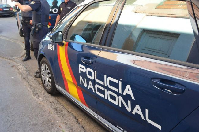 Detenidos dos hombres mientras realizaban un pase de droga