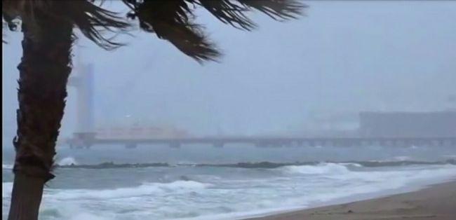 Almería estará este martes en riesgo por fuerte oleaje y precipitaciones