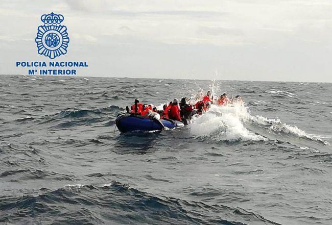 Rescatados once inmigrantes de una patera cerca de San José