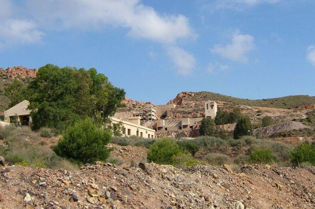 El Proyecto Libera y colectivos locales mejoran el estado de 3 espacios naturales de Almería