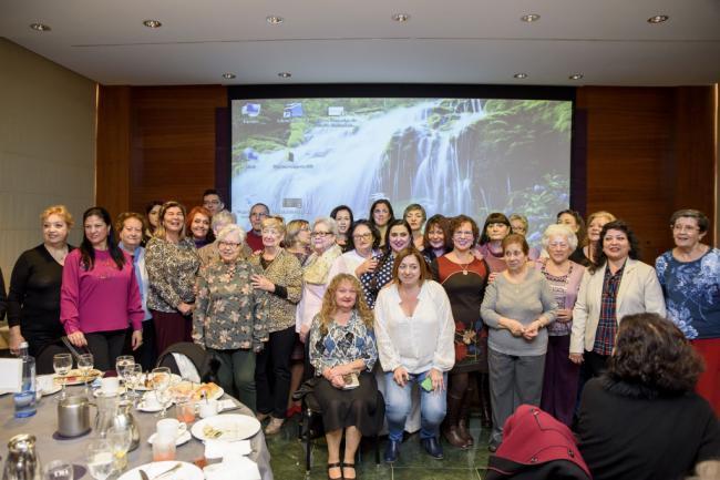 El Ayuntamiento reúne a más de 170 vecinos con motivo del décimo aniversario de 'Almoronía'