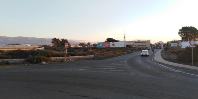 Adjudicada la mejora del alumbrado público entre la rotonda de Los Picos y el Bulevar de La Cañada