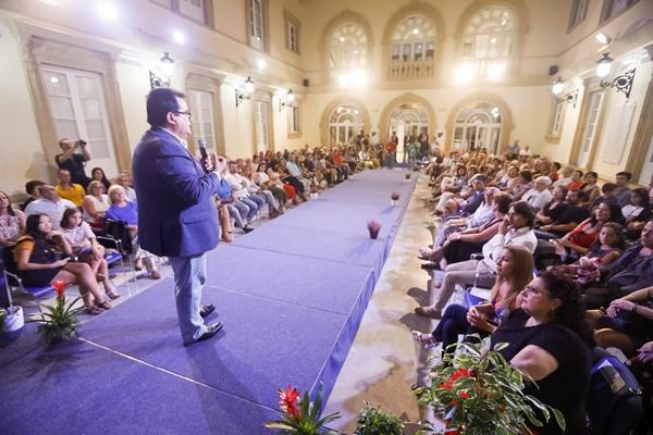 Diputación acoge el Desfile Solidario a favor de la Asociación de Fibromialgia de Almería