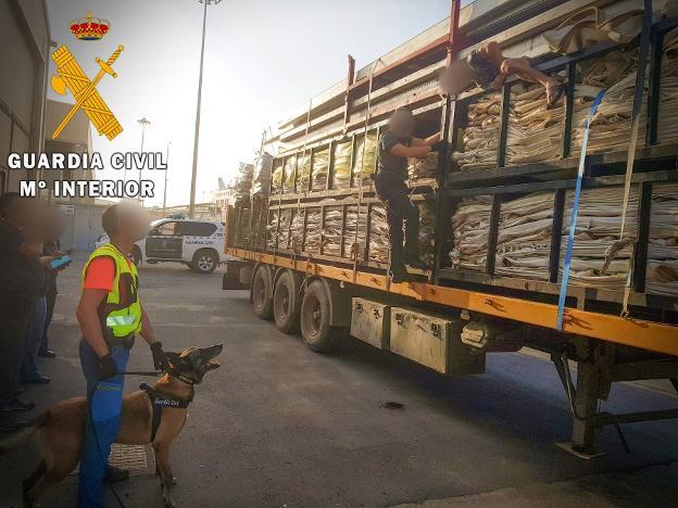 En todo 2020 la Guardia Civil solo localizó dos 'menas' en el Puerto de Almería