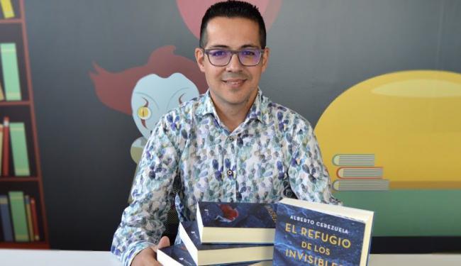 Alberto Cerezuela inaugura 'Diez años de Argaria' en Antas