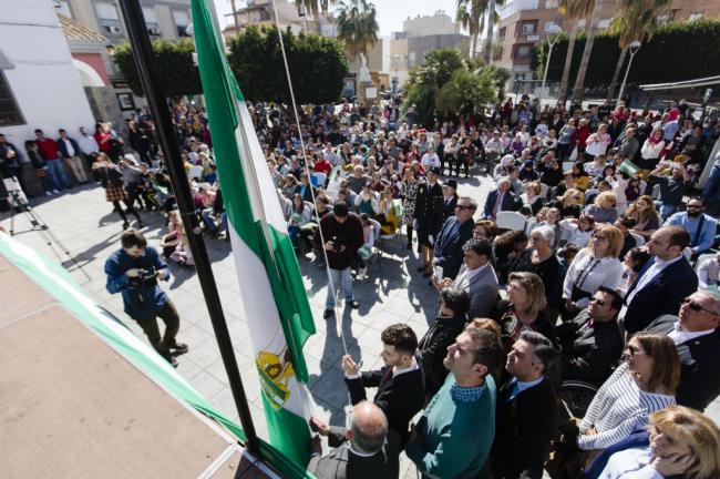 El alcalde celebra el Día de Andalucía con los vecinos de Los Molinos, La Cañada y Torrecárdenas