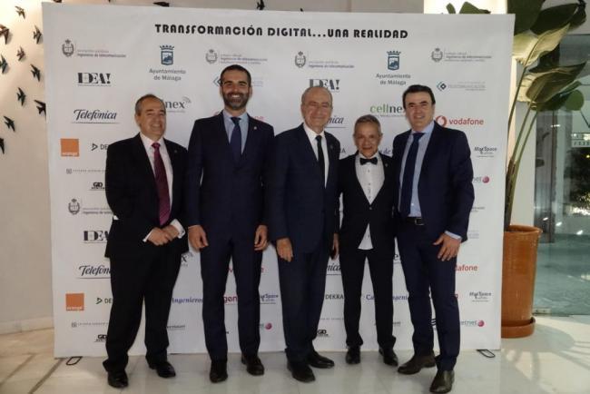 El almeriense Antonio Domene recibe el premio 'Personaje Destacado' otorgado por los 'telecos' andaluces