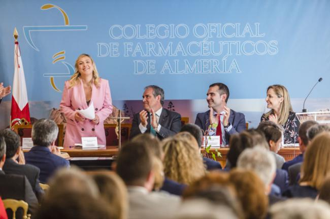 El alcalde felicita a la nueva presidenta del Colegio de Farmacéuticos
