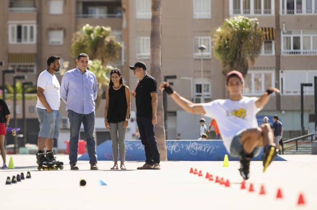 'Almería sobre ruedas' pone en valor los patines como medio de transporte sostenible