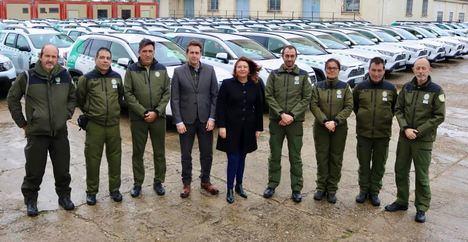 La Junta entrega 73 vehículos a los agentes de medio ambiente