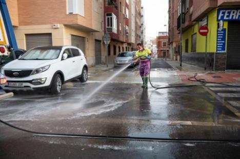 La Limpieza Intensiva del Ayuntamiento llega a Nueva Almería