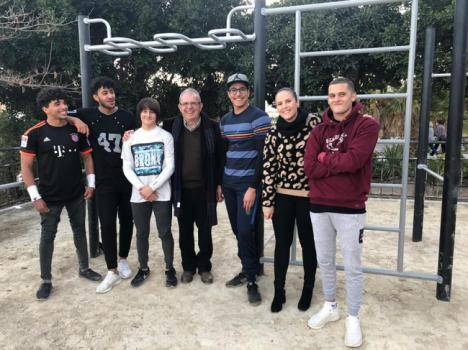 Bonilla Comparte Con La Juventud De Vícar La Apertura Del Parque De Calistenia
