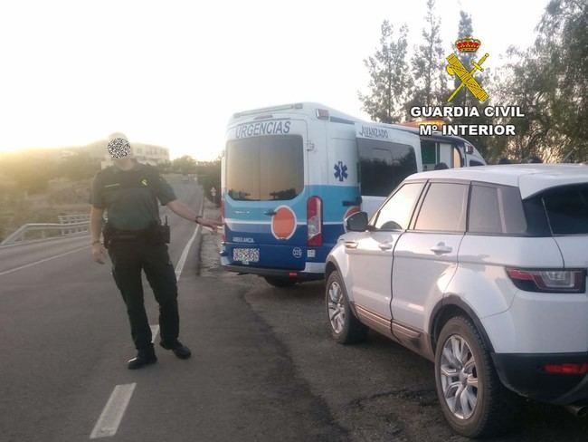 Sufre una bajada de azucar mientras conduce y tiene que ser auxiliado por al Guardia Civil