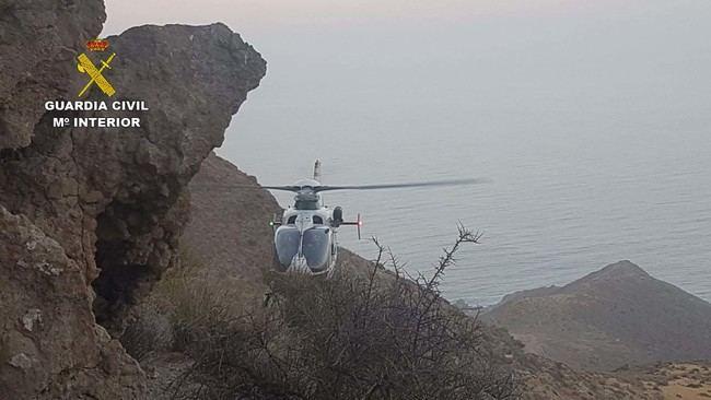 La Guardia Civil tuvo que emplear un helicóptero para auxiliar a un senderista en el Cerro del Fraile
