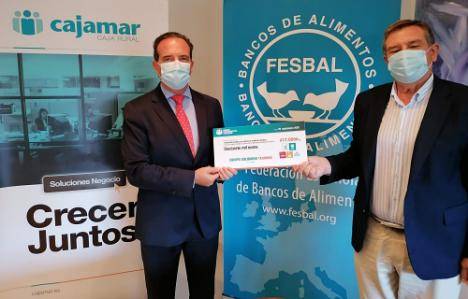 Empleados de Cajamar donan 17.000 euros a Banco de Alimentos
