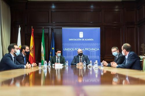 Diputación de Almería y Correos sellan un acuerdo que permite el pago de tributos en cualquier oficina de España