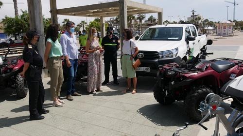 Torregrosa supervisa en Adra el Plan de Playas Seguras