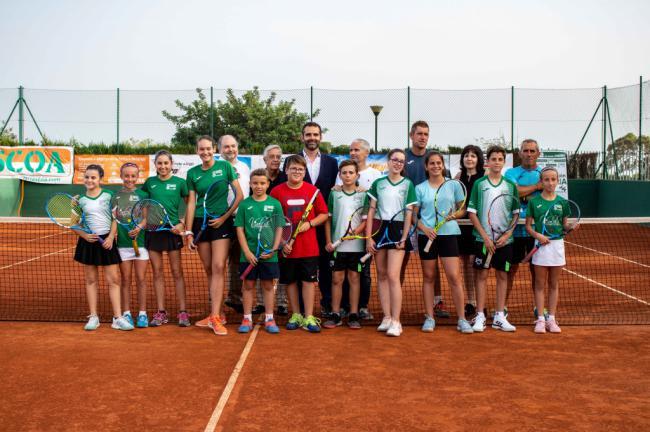 La ciudad disfruta de dos pistas de tenis de tierra batida en el Club Natación Almería