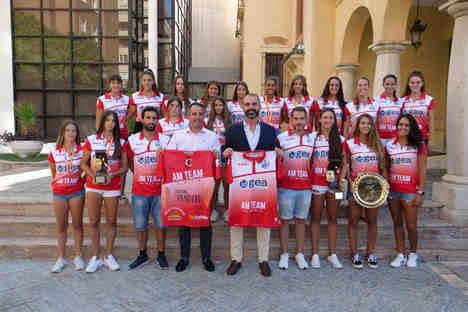Once títulos del AM Team de Almería muestran el éxito del balonmano playa