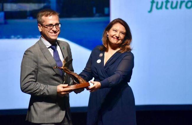 Antonio Urdiales recoge el Premio Andalucía de Medio Ambiente otorgado a Grupo Cosentino