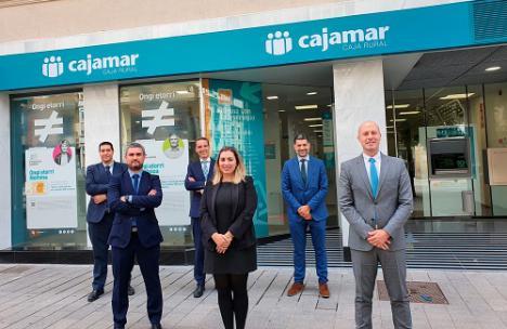 Cajamar abre sus primeras oficinas en Lugo y Vitoria